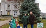 Atheist nativity scene outside erected outside Illinois courthouse
